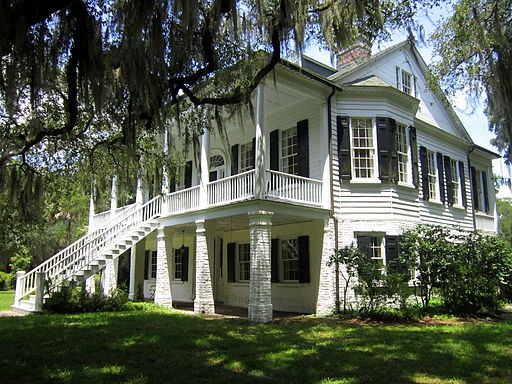 Get a glimpse of the five plantations near New Orleans
