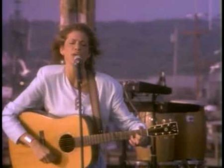 Carly Simon can tell a great story through her songs