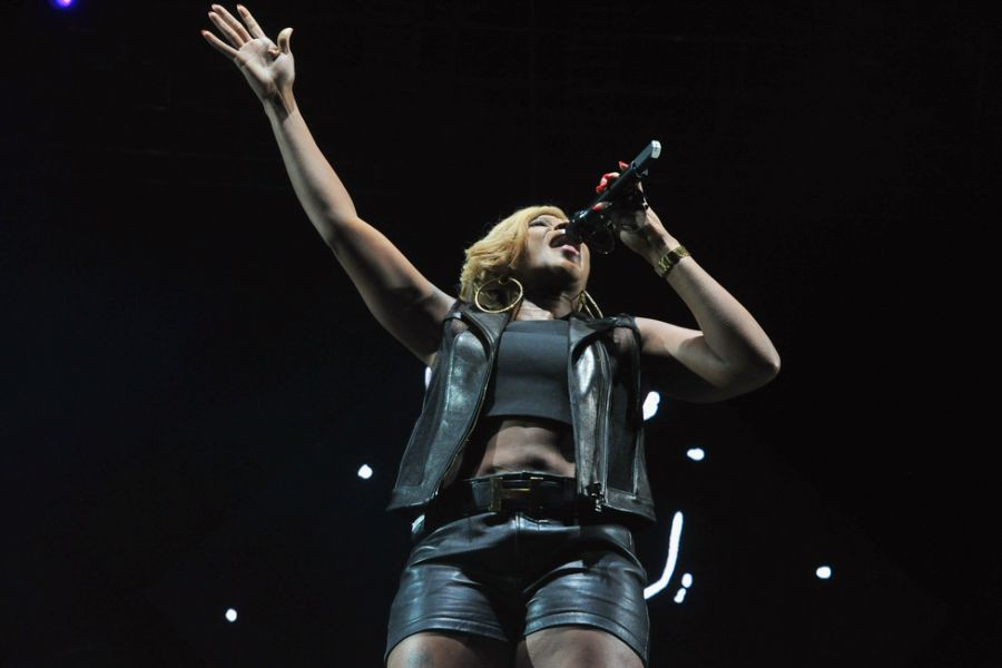Mary J. Blige brings class and style to the BET Experience