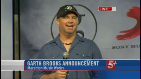 Guide to Garth Brooks in concert at Allstate Arena