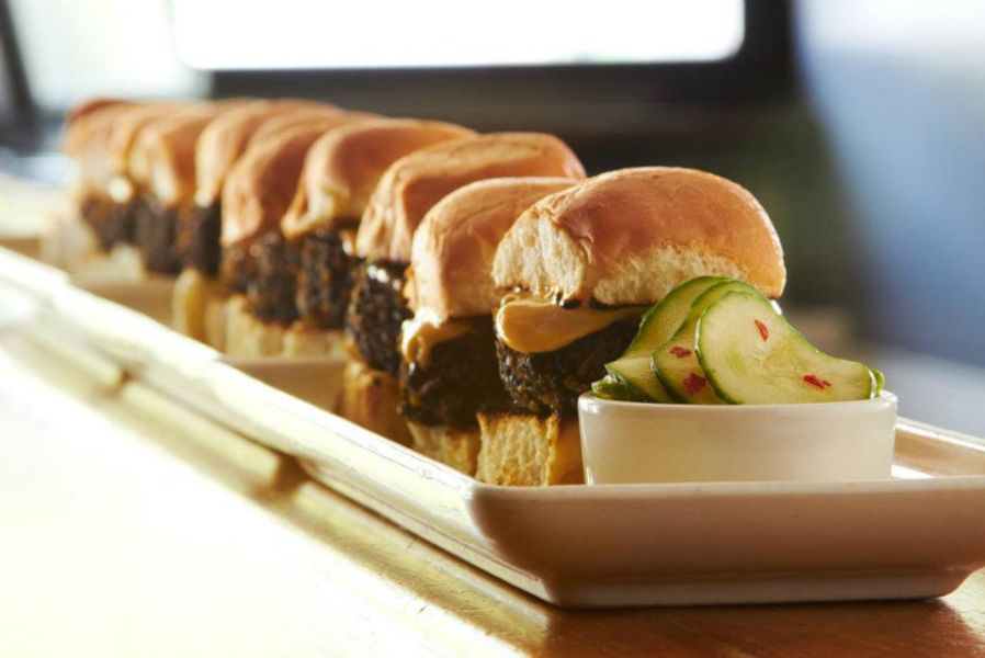 Chicago sliders move beyond fast food