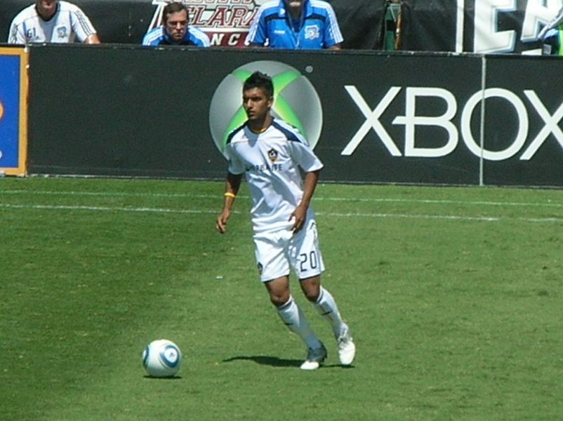 LA Galaxy dedicate cheers for AJ DeLaGarza's son in victory over DC United