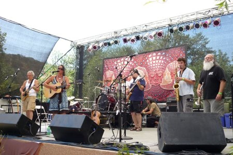 Live at the Gate brings music to the river at Applegate Lodge