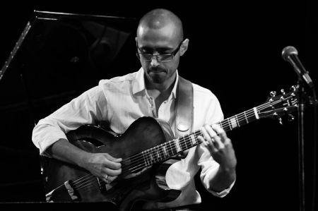 Guitar solos can easily turn into a platform for showboating, but not for Hristo Vitchev, a nimble player much more concerned with telling a