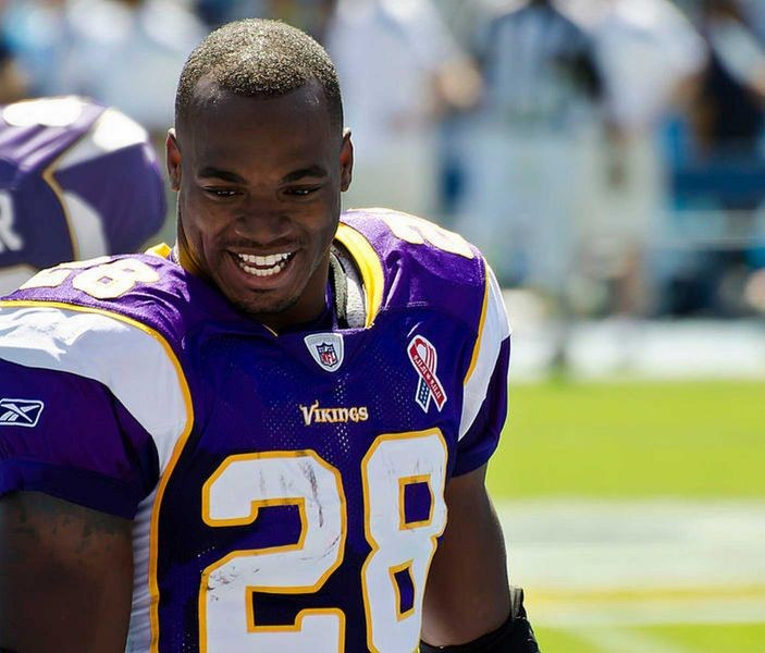 Minnesota Vikings waited too long to bar Adrian Peterson from team activities