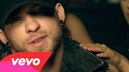 Brantley gilbert lends support on kenny chesney s big revival tour