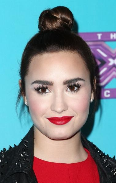 Demi lovato eyebrows