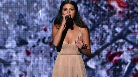 Selena Gomez AMA performance: Singer cries during song about Justin Bieber