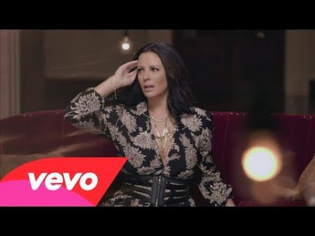 Sara Evans debuts lightbulb-laden 'Put My Heart Down' video: Watch