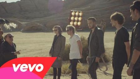 One Direction 'Four' debuts at No. 1 with 387,000 copies sold