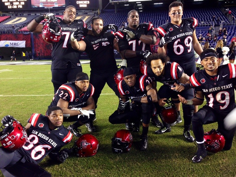 Aztecs become bowl eligible with win over Air Force
