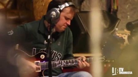 Joe Bonamassa hopes to raise $25k for charity with free Christmas song