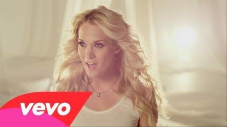 Carrie Underwood makes it five in a row