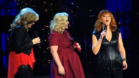 Kelly Clarkson's Miracle on Broadway raises $400,000 for charity
