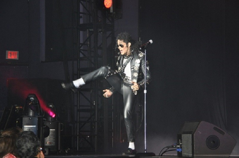 Las Vegas shows MJ Live and The Rat Pack move to the Riviera Hotel and Casino