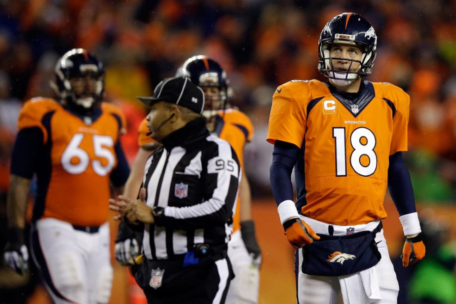 Peyton Manning still mulling over future, as his peers pull for him to return