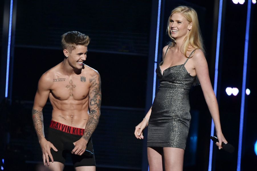 After tossing tofu, Justin Bieber beefs up with high ...