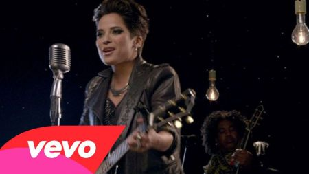 'The Voice' finalist Vicci Martinez releases new single 'Bad News Breaker'