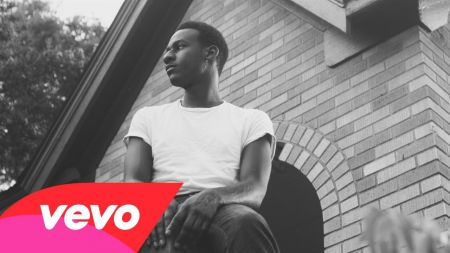 Soulful nostalgia generator Leon Bridges shares new video, heading out on tour