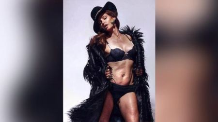 Christie Brinkley doubts Cindy Crawford photo: Naked Crawford is perfect