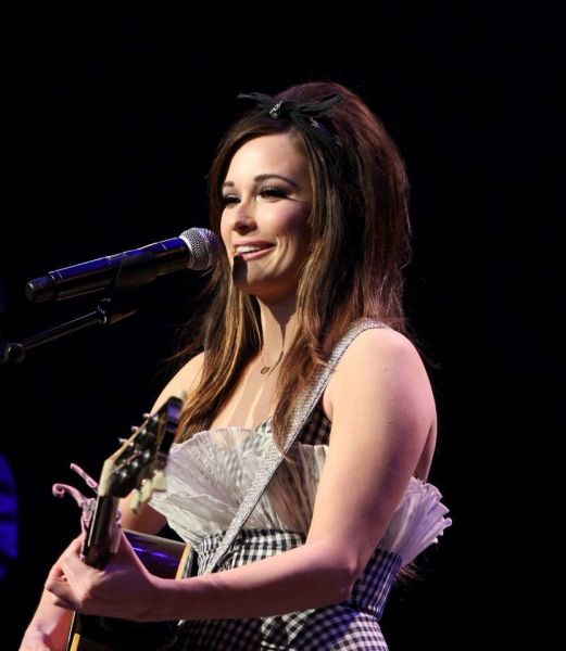"""... Musgraves Performs new single """"Biscuits"""" at The Country Radio Seminar"""