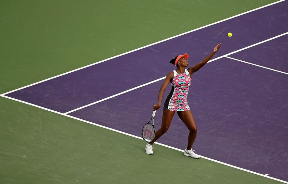 Williams moves into quarterfinals with win over Wozniacki
