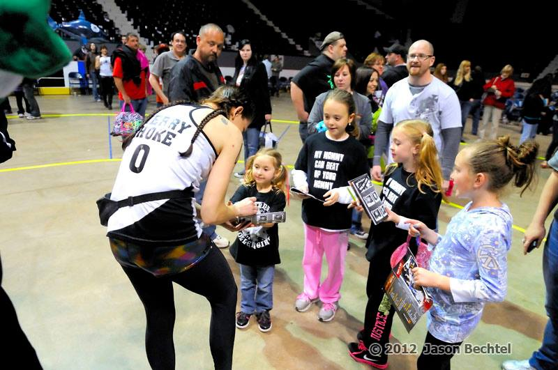 Cincinnati Rollergirls host 'Family Day' at the Cincinnati Gardens