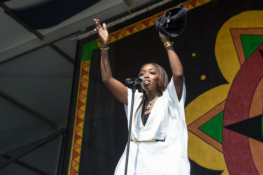 Estelle injects real emotion at Jazz Fest (PHOTOS)