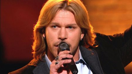 Craig wayne boyd returns to perform i m still here on the voice