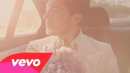 Sia drives a man crazy in Giorgio Moroder's music video for 'Deja Vu'
