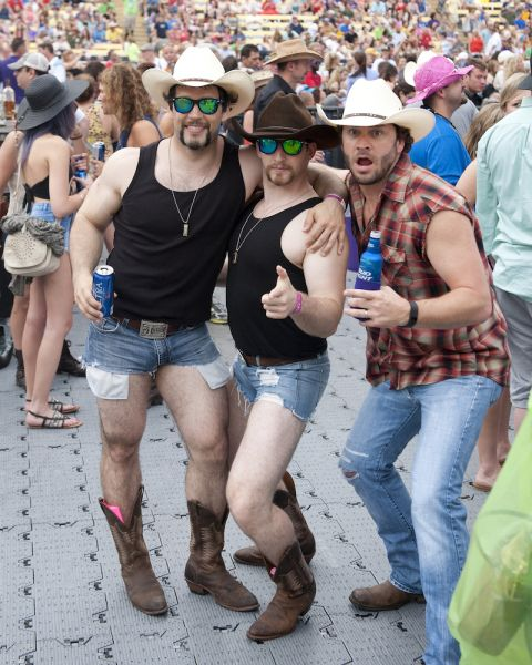 15 fabulous photos of country fans getting down at the Bayou Country Superfest