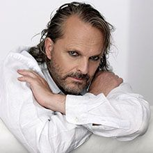 bose latin singles Miguel bosé has been a force in latin music in a career that has spanned dozens of albums and film roles, his own television show, and work as a theater.