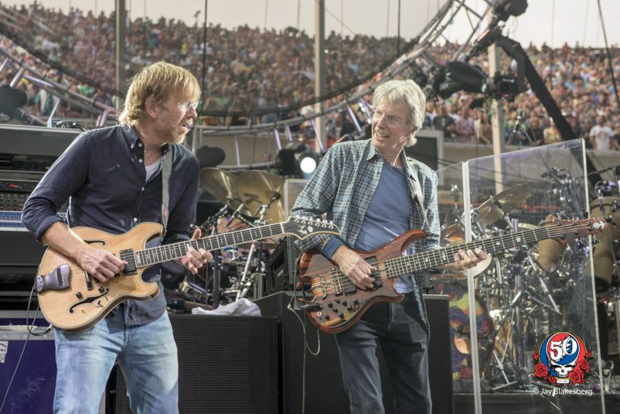 20 Amazing photos of the Grateful Dead lighting up Chicago's Soldier Field