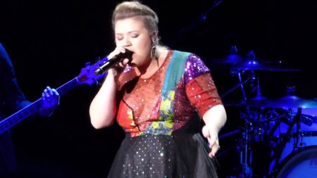 ICYMI: Kelly Clarkson turns Taylor Swift's 'Blank Space' into soulful cover