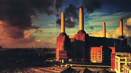 Pink Floyd Pig going up for auction
