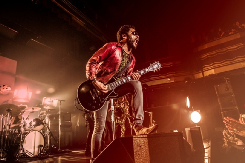 Lenny Kravitz will perform in Las Vegas.