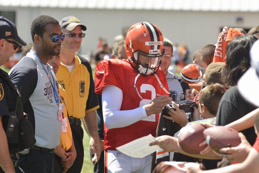 QB Johnny Manziel takes time to sign autographs at the close of a recent Cleveland Browns practice.