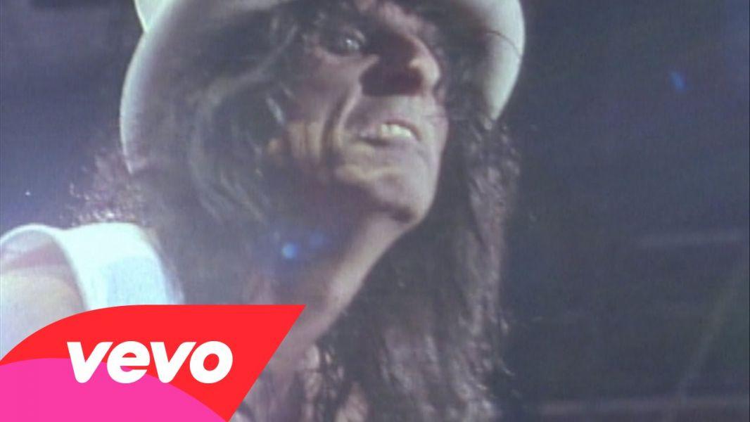 Dallas fans surprised by unannounced special Alice Cooper concert