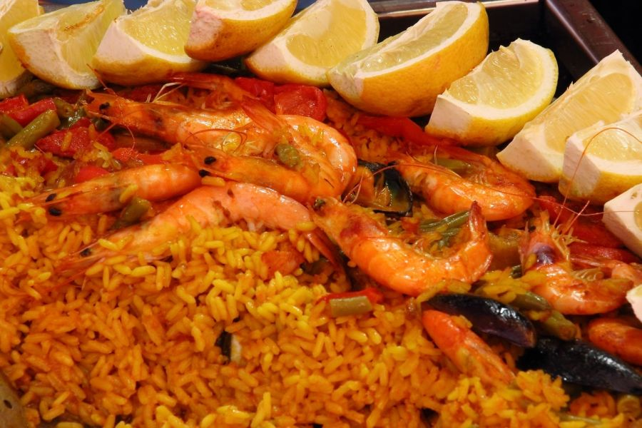 a history of spanish cuisine Food customs history tapas rice churros tortilla recipes international food spanish food while exploring another country certainly satisfies your curiosity, you'll eventually have to take a break and satisfy your appetite as well.