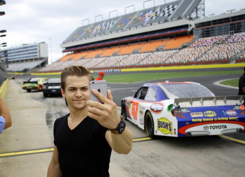 Hunter Hayes plays Charlotte Motor Speedway
