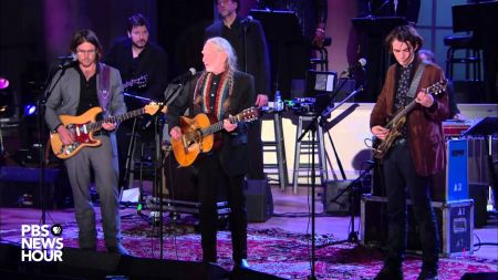 Willie Nelson coming to Billy Bob's Texas following Gershwin prize