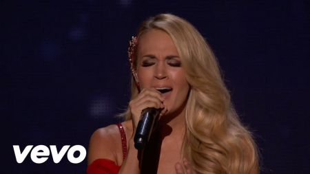 Carrie Underwood performs and gives advice to 'X Factor UK' finalists