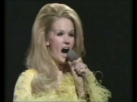 The top 10 best Lynn Anderson songs