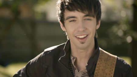 Stagecoach Exclusive: Mo Pitney brings old-school talent back to country