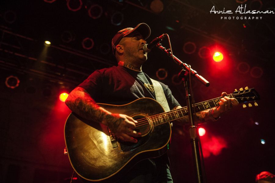 Aaron lewis tour dates in Perth