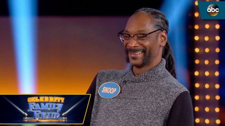 Somehow, Snoop Dogg lost a weed question on 'Celebrity Family Feud'