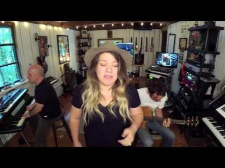 Kelly Clarkson covers Rihanna's 'Love On The Brain' with a new country twist