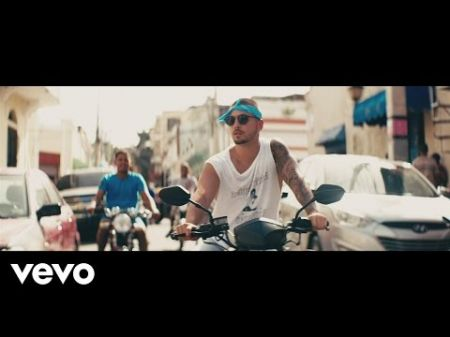 Maluma works his magic in sexy music video for 'Sin Contrato'