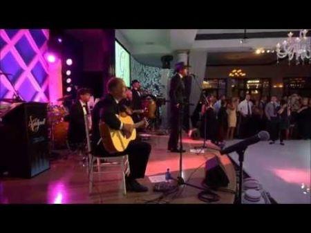 Tim McGraw plays surprise wedding singer for Philadelphia wedding