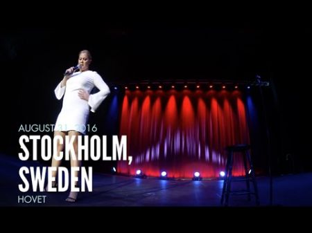 Watch: Amy Schumer ejects a heckler during Stockholm show